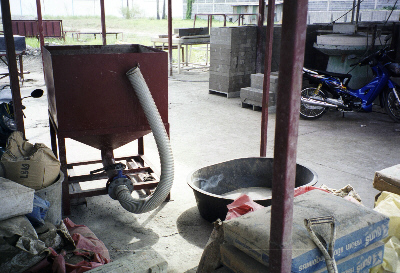Foamed concrete is discharged into a hopper