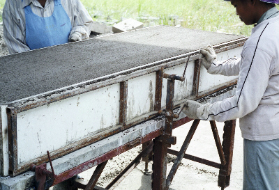 Demoulding foamed concrete block